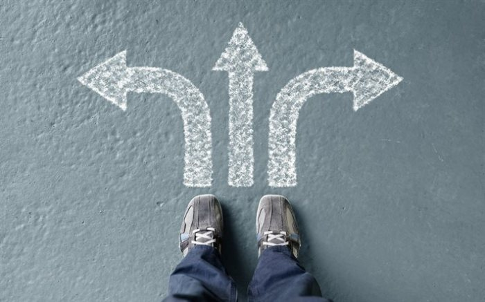 thumb2-choice-of-the-way-arrows-crossroads